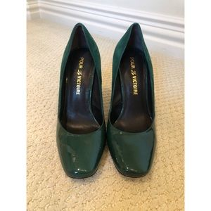 Green patent leather / suede pumps w/gold accent